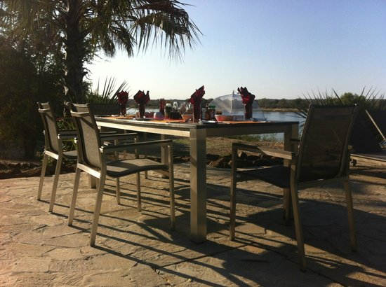 Waterberry Zambezi Lodge: Breakfast overlooking the Zambesi