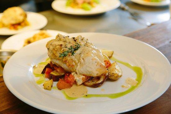 Green Dolphin Restaurant & Bar: Chicken main