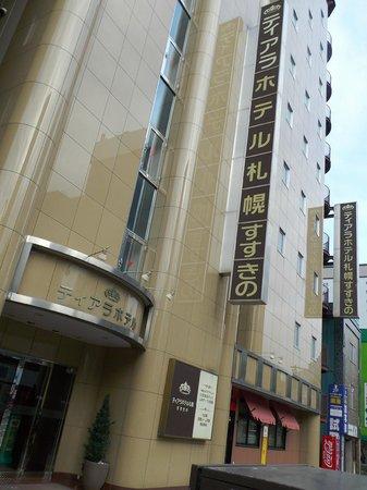 Tiara Hotel Sapporo Susukino: ホテル出た所から撮影