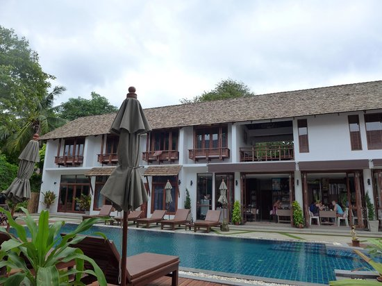Sairee Cottage Resort : New Building and the pool