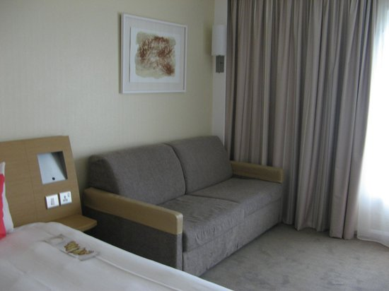 Novotel Southampton: A sofa for additional guest
