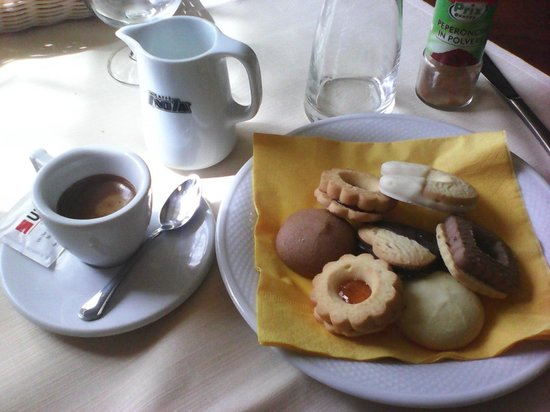 Ristorante Pizzeria Alla Fornace : Caffè e dolcetti offerti dalla casa