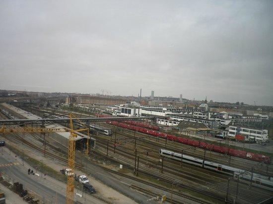 Wakeup Copenhagen Carsten Niebuhrs Gade : View of train tracks