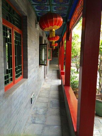 Hotel Cote Cour Beijing: Lovely Walkway