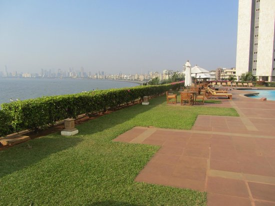Trident, Nariman Point: nice view from the pool