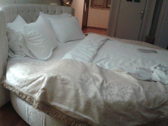 Kupeli Palace Hotel: una cama para dormir como reyes