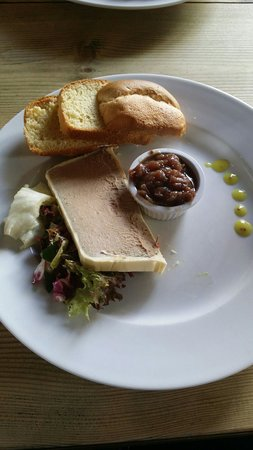The Manor House Inn: Lovely chicken pate with brioche