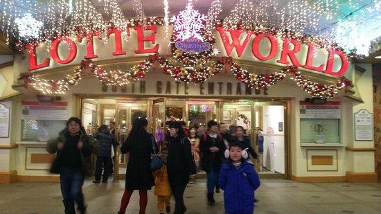 Lotte Hotel World : Entrance to Lotte world