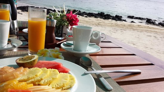 Constance Belle Mare Plage : Breakfast on the beach