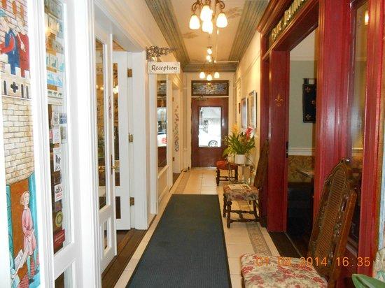 Cornell Hotel de France : couloir