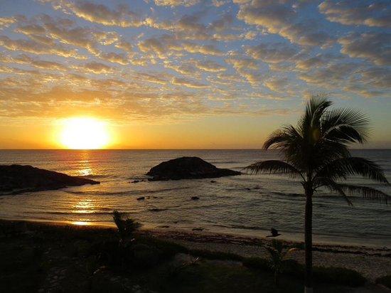 El Pez Colibri Boutique Hotel: Sunrise over Turtle Cove