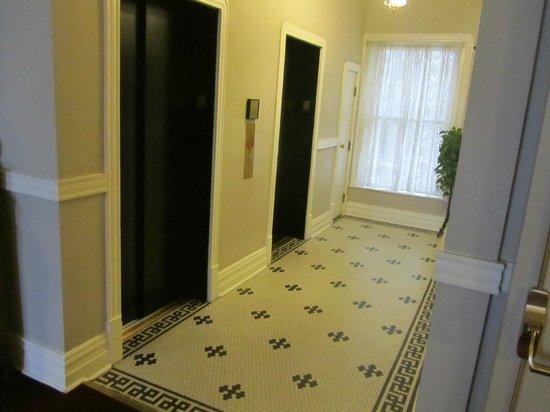The Oxford Hotel : Hotel elevators