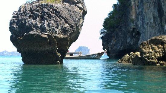 Sea Canoe Co. Ltd. : Kayaking aroung Hong Island near Krabi