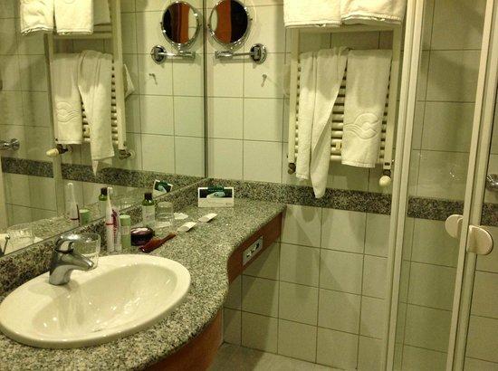 NaturMed Hotel Carbona: Ванная комната в номере