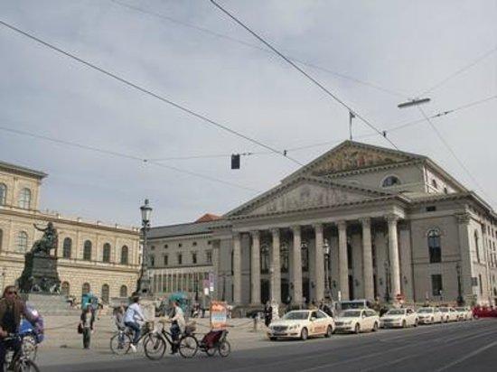 Bayerische Staatsoper: 外観