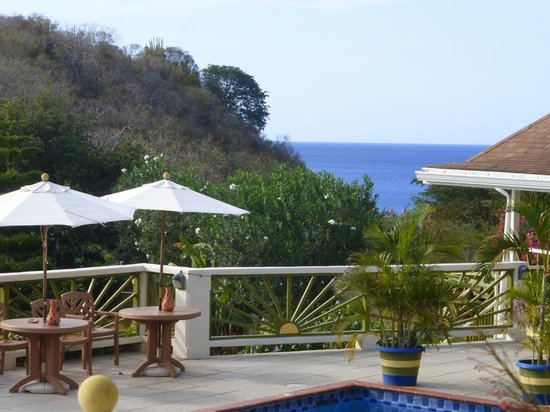 Grooms Beach Villas and Resort: -view from the Pool to the sea