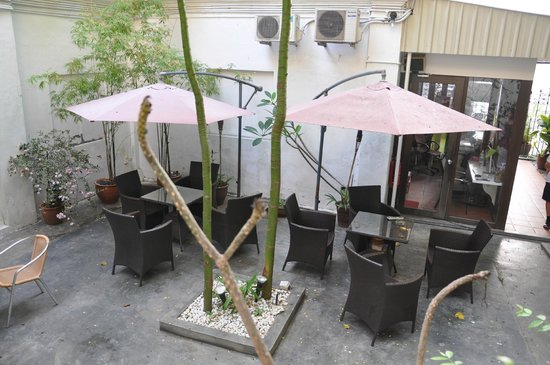 Red Inn Cabana: an outdoor patio with seating space
