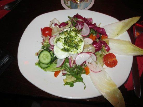 Wunderbar Weite Welt: Vorspeise am Abend: Salat mit Büffelmozarella