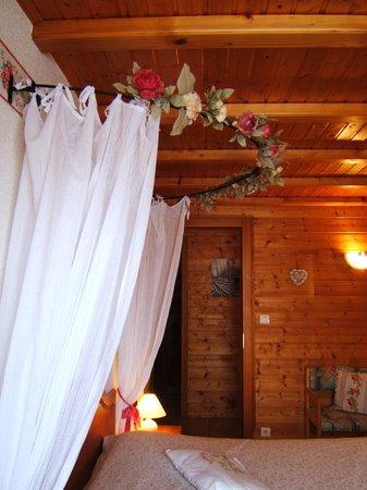 Chalet l'Epinette : chambre les roses