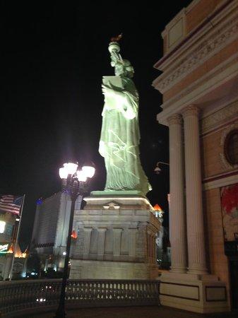 New York - New York Hotel and Casino: Statue of Liberty