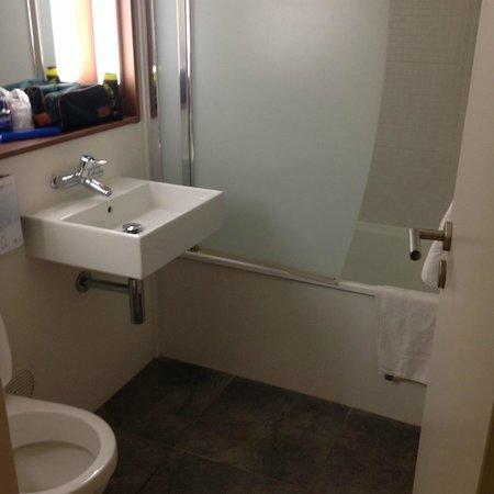 Campanile Tours Sud - Joue Les Tours: salle de bain
