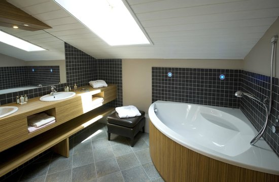 Le Calgary : salle de bain suite