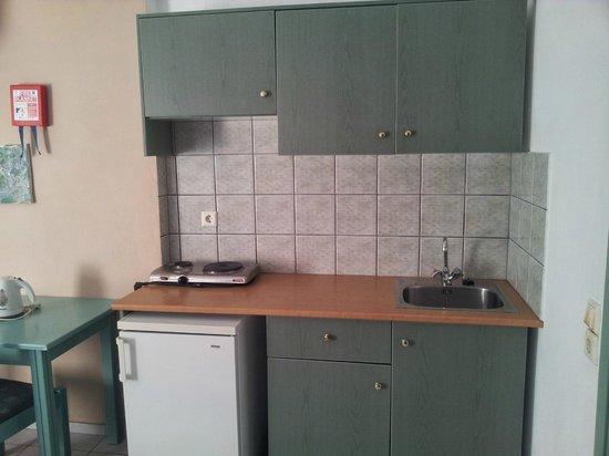 Klio Apart Hotel: Cocina dentro de la habitacion