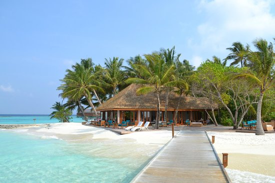 Veligandu Island Resort & Spa: The 'sunset bar' was simply perfect to chill in the afternoon