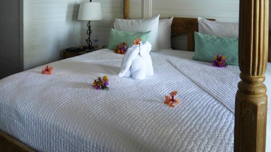 Tamarind Beach Hotel & Yacht Club: The bed art