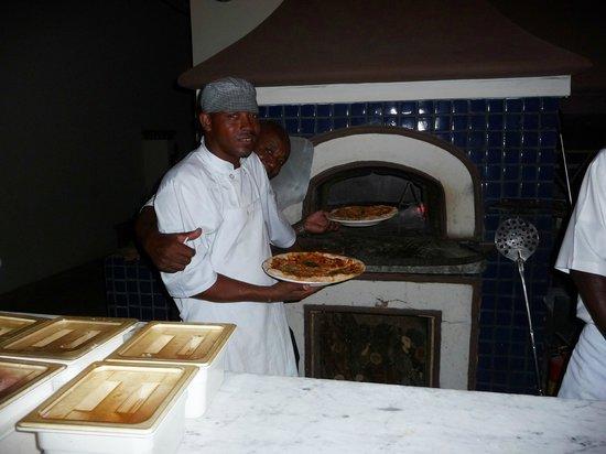 Tamarind Beach Hotel & Yacht Club: Pizza!
