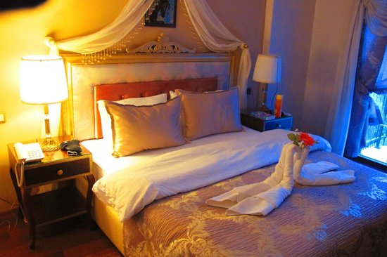 Saint John Hotel : a cute romantic set up :)