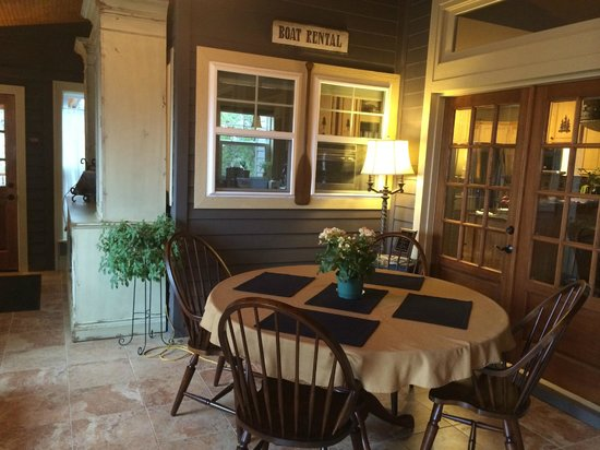 Three Pines View: Guest Dining Room