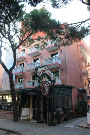 Hotel Marco Polo: This is the front of the hotel as it overlooks the street.