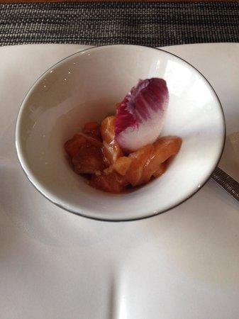 La cabotte : Salmon tartare amuse Bouche!