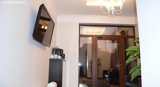 Pokoje Hotelowe Figaro: Hol wejściowy, do dyspozycji gości ekspres.