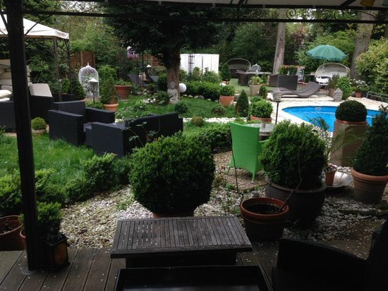 Ashley's Garden: Giardino interno accessibile dalla camera