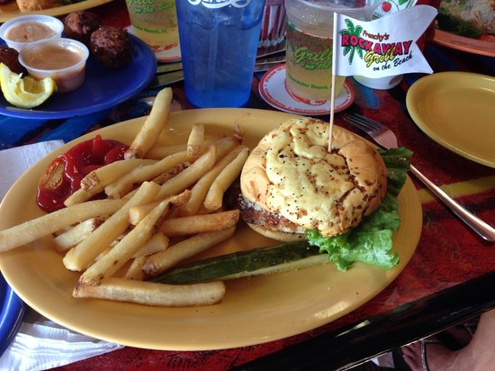 Frenchy's Saltwater Cafe : Cajun grouper sandwich
