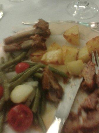Monaco & Quisisana Hotel: Lamb chops didn't take long to devour...scrummy