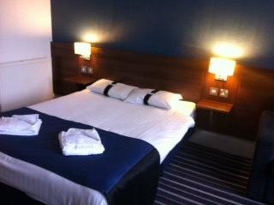 Piries Hotel: Room