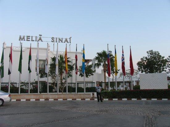 Melia Sinai: Главный вход