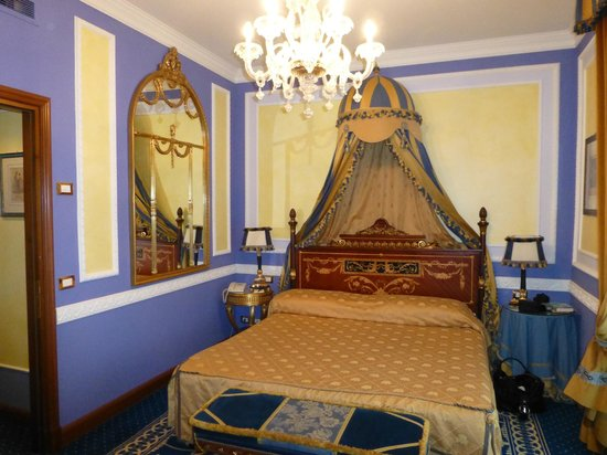 Grand Hotel Des Iles Borromees : Chambre