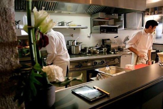 L'Ardoise: la cuisine ouverte