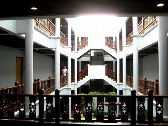 Ramada Phuket Southsea: интерьер отеля