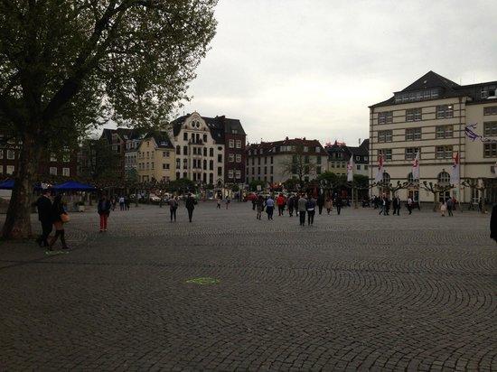 Goldener Ring: la piazza antistante