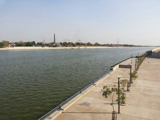Sabarmati Riverfront : Sabarmati river side