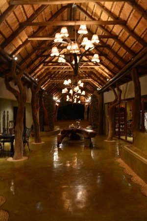 Madikwe Hills Private Game Lodge: Foyer