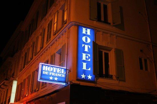 Hotel De France : Facade de nuit