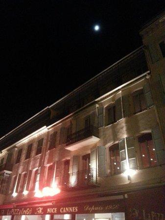 La Pizza Cresci : Night view