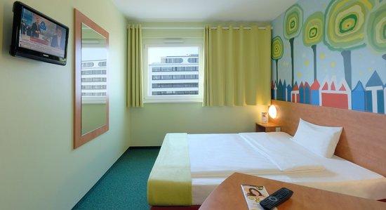 B&B Hotel Darmstadt: Zimmer mit französischem Bett