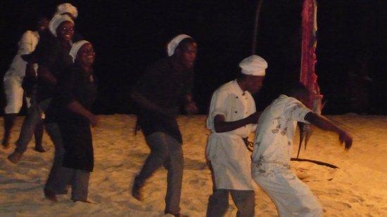 Royal Zanzibar Beach Resort: staff cena in spiaggia